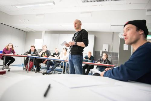 Aleksis ja Mikko vetämässä työpajaa Hämeenkyrössä.